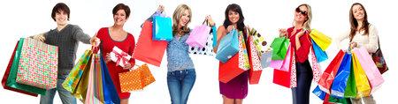 Groep gelukkige winkelen klanten geïsoleerde witte achtergrond.