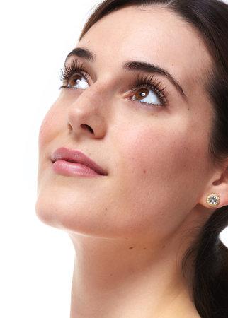 아름다운 젊은 여자를 확대합니다. 아름다움과 피부 관리.