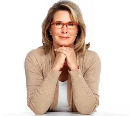 Senior Business Frau mit Brille weißem Hintergrund.