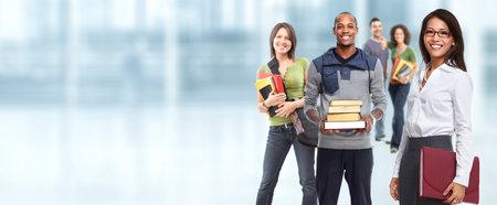Groupe de jeunes étudiants souriants. Education concept background. Banque d'images