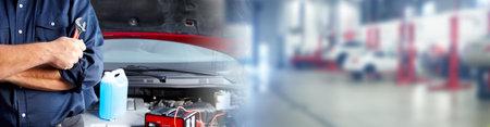 Handen van automonteur met moersleutel in auto reparatie service. Stockfoto - 62362530