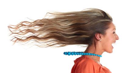 젊은 행복 재미 laughing 소녀 머리 긴 머리카락.