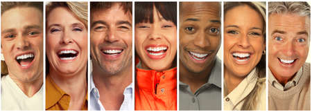 幸せな笑い人のセットです。笑顔の顔コレクション。