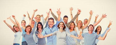 幸せな人々 の大規模なグループ。男性と女性の笑みを浮かべて、笑い