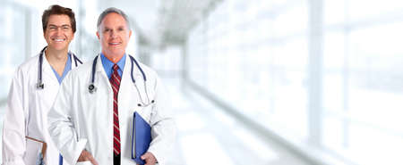 Groep van artsen over blauwe kliniek achtergrond. Stockfoto - 65963294