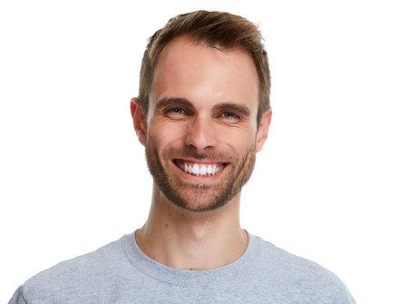 Uomo sorridente sorriso bello isolato su sfondo bianco.
