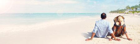 해변에서 커플