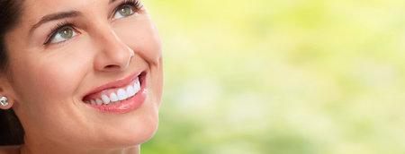 Mujer hermosa sonrisa. Foto de archivo - 75233278