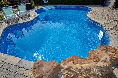 Schwimmbad. Standard-Bild - 87260567
