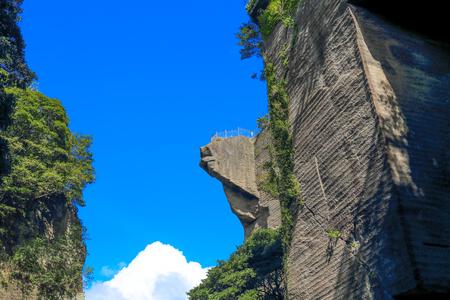 peeping: Cliffs of hell peeping in japan (5)