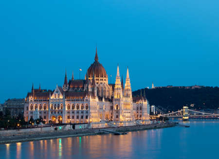 Budapest Parliament Building during the blue hour Redactioneel