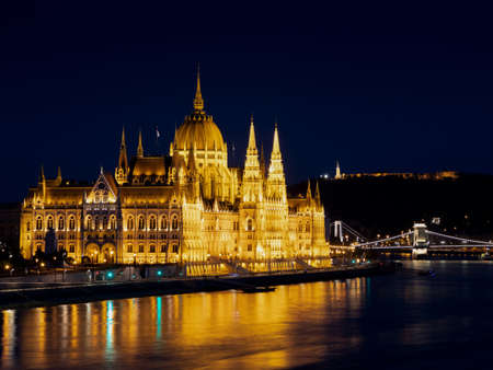 Budapest Parliament Building at night. Redactioneel