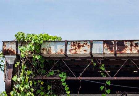 gouttière: Gutter ancienne usine