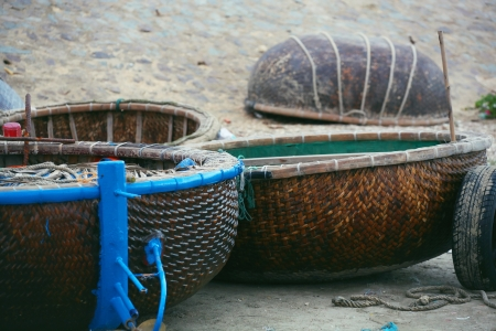 net trade: Vietnamese boat-basket Thung Chai drying on the shore.