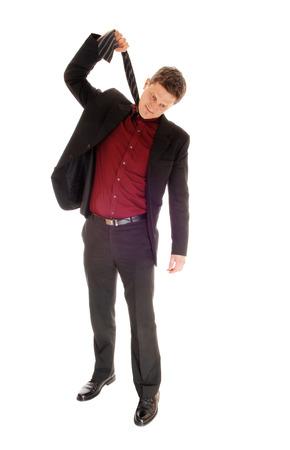 encuestando: Un joven empresario de votaci�n hasta la corbata para ahorcarse, isolatedfor fondo blanco.