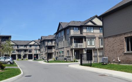 Eine neue schöne Unterteilung am Ontariosee in Hamilton Kanada im Frühjahr 2019 bei schönem Sonnenschein