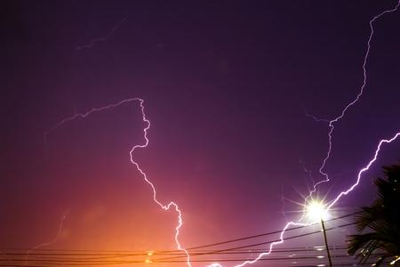 streak lightning: Lightning streaks