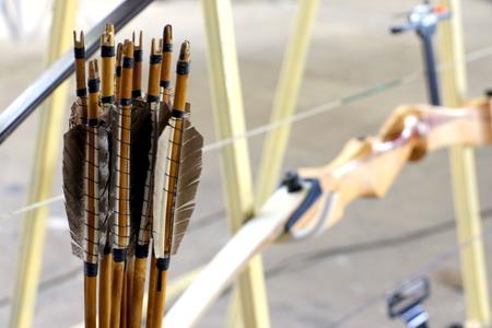木製弓とアーチェリーの競争のための矢印