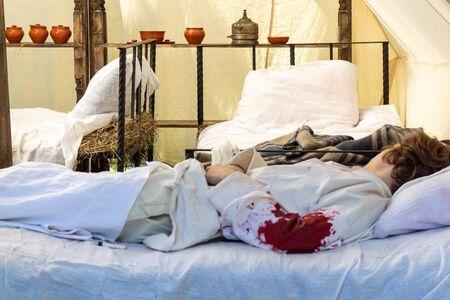 Un soldat blessé de la première guerre mondiale se trouve dans un hôpital de campagne Banque d'images