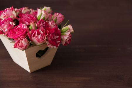 beautiful romantic small bouquet of pink roses in wood box decorated heart Reklamní fotografie - 96942271