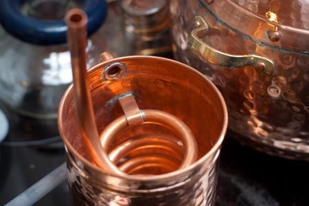 destilacion: Accesorios de cobre para la destilación.