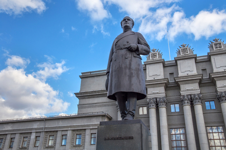statesman: SAMARA, RUSSIA - OCTOBER 12, 2016: Sculpture of Soviet politician Valerian Kuibyshev (installed in 1938, sculptor Matvey Manizer) on the background of the Samara Academic Opera and Ballet Theater. Editorial