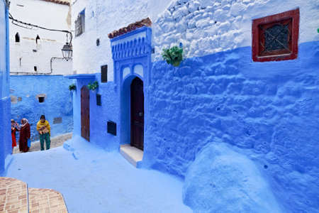 CHEFCHAOUEN, MOROCCO - MAY 28, 2017: View of the blue walls of Medina in Chaouen. The city is noted for its buildings in shades of blue and that makes Chefchaouen very attractive to visitors. Редакционное