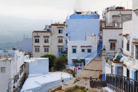 CHEFCHAOUEN, MOROCCO - MAY 28, 2017: View of the old houses in center of Chaouen. The city is noted for its buildings in shades of blue and that makes Chefchaouen very attractive to visitors. Редакционное