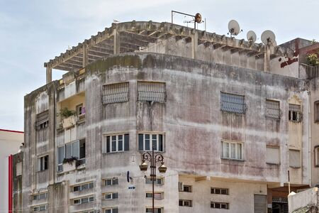 Old buildings in the residential part of Tangier in Northern Morocco. Banque d'images