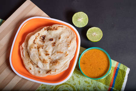 Homemade kerala parotta with chicken gravy in a South Indian dish Standard-Bild