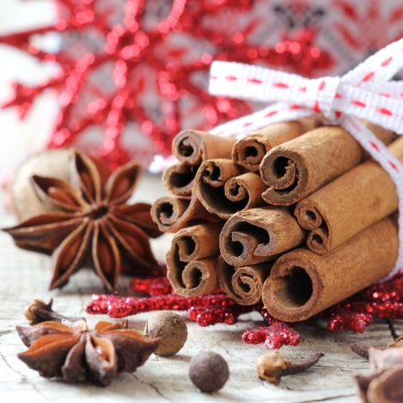 anise: Typical Christmas spices - cinnamon sticks, star anise and allspice Stock Photo