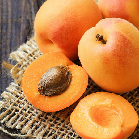 apricot kernels: Fresh ripe apricots on a rustic wooden table