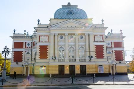 IRKUTSK, RUSSIA - October 6, 2012: Okhlopkov Drama Theatre in Irkutsk, Russia. Irkutsk Academy Drama Theater during a autumn day. Standard-Bild - 124658973