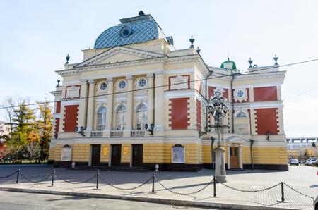IRKUTSK, RUSSIA - October 6, 2012: Okhlopkov Drama Theatre in Irkutsk, Russia. Irkutsk Academy Drama Theater during a autumn day. Standard-Bild - 124658976