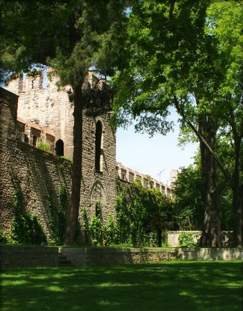 A green place next to the walls of Topkapi Palace. (The wall is known as Bab-i Humayun)