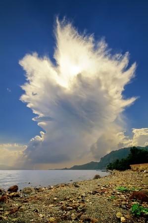 素晴らしい雷と雷の周りでした。私はこれを取る (湿式) 地面平らにしていた、それは巨大であり、急速に成長しています。