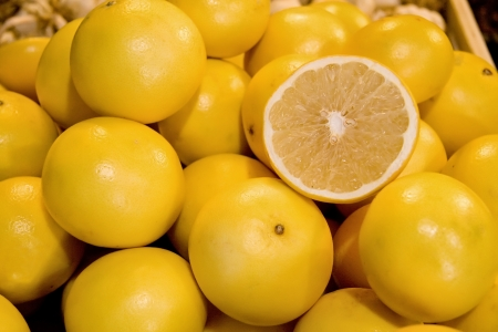 Fresh Organic Yellow Grapefruit At A Street Market In Istanbul, Turkey   Carsamba Fatih Pazari  Bazaar  Stock Photo
