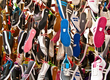 Hanged Colorful Shoes At A Street Market In Istanbul, Turkey.  Carsamba Fatih Pazari (Bazaar) 新聞圖片