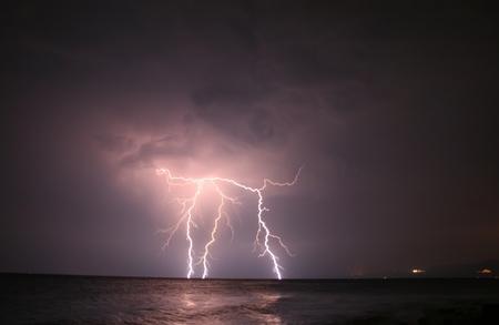 rayo electrico: Severa rel�mpago en mar abierto