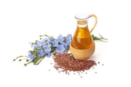 lijnolie, lijnzaad en bloemen geïsoleerd op een witte achtergrond Stockfoto