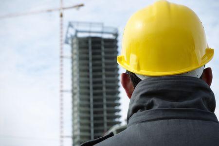 Constructeur (photo en teintes spéciales f / x avec vignettage, se concentrer sur le casque)