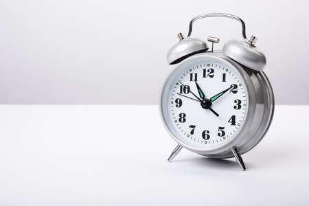 경보: alarm clock