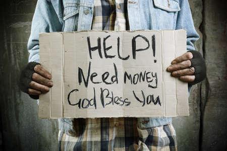 gente pobre: �Ayuda!Necesita dinero!