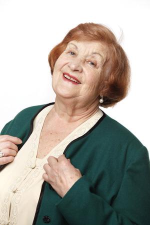 Retrato de una mujer mayor en un fondo blanco Foto de archivo - 40400882