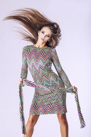 ファッションモデルの美人スタジオ撮影。ファッション、美容、セクシー、化粧、服