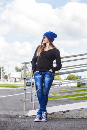 casual fashion: Woman beautiful model in hat and sunglasses in the city. Style, casual, fashion, urban