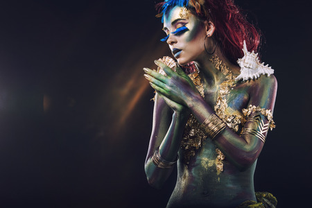 異常なファンタジー風のボディー アートと美しい少女 写真素材