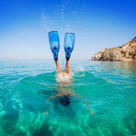 flippers: Buceo. Mujeres que bucean en las islas aletas de playa. Inmersiones de chicas