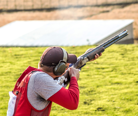 The sportsman with a gun Stockfoto