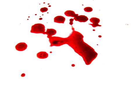 Gota de sangre escarlata sobre fondo blanco.